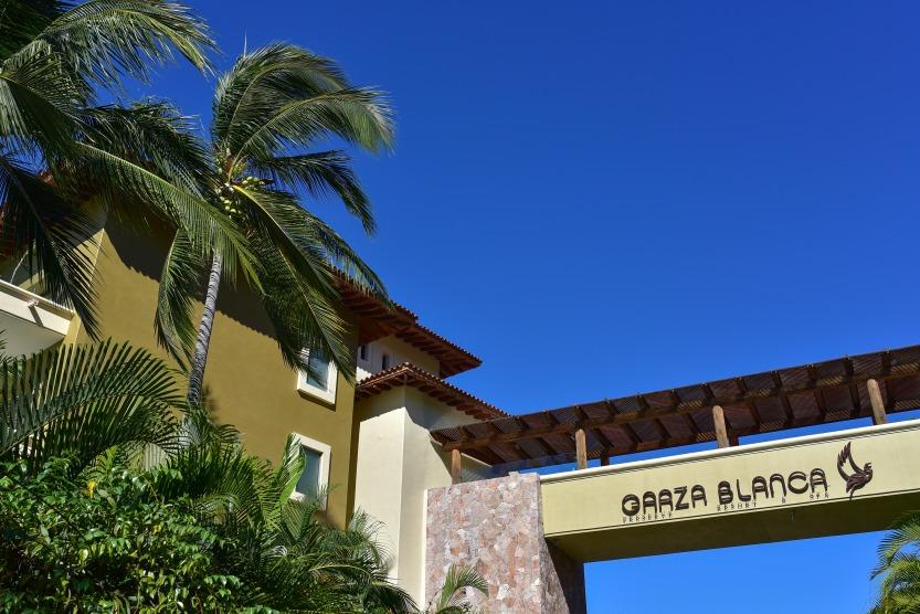 Lauren-and-Shawn-at-Garza-Blanca-Resort-Puerto-Vallarta-Mexico1