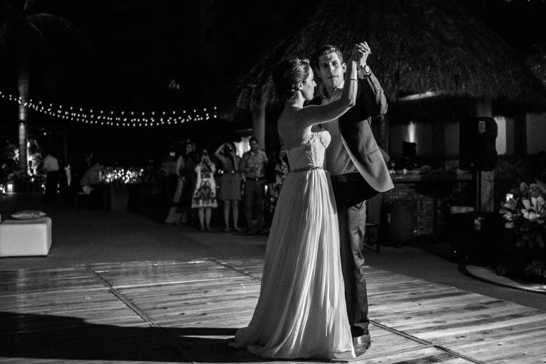 Lauren-and-Shawn-at-Garza-Blanca-Resort-Puerto-Vallarta-Mexico83